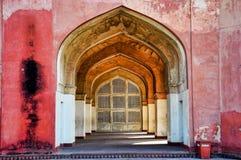 Tomba di Akbar le grande alla fortificazione di Sikandra a Agra, Uttar Pradesh, India fotografia stock libera da diritti