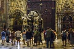Tomba di Christopher Columbus alla cattedrale di Siviglia immagini stock libere da diritti