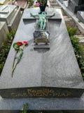 Tomba di Edith Piaf a Pere Lachaise Cemetery a Parigi fotografie stock libere da diritti