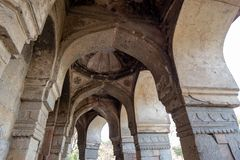 Tomba di Isa Khan a Delhi, India fotografie stock libere da diritti