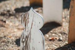 tomba di legno in cimitero musulmano fotografie stock libere da diritti