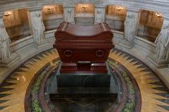 Tomba di Napoleon Bonaparte nel DES Invalides, Parigi Francia dell'hotel immagini stock