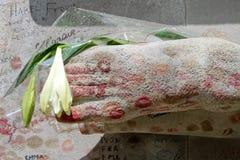 Tomba di Oscar Wilde nel cimitero di Pere Lachaise fotografie stock libere da diritti
