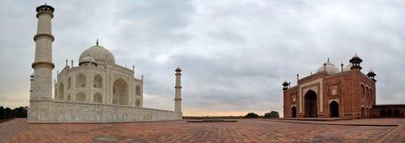 Tomba di Taj Mahal e moschea reali, Agra, India immagini stock libere da diritti