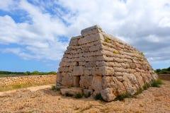 Tomba megalitica del DES Tudons di Menorca Ciutadella Naveta Immagini Stock Libere da Diritti