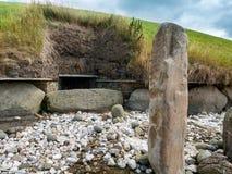 Tomba occidentale del passaggio del monticello neolitico di Knowth, Irlanda fotografia stock