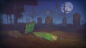Tomba scavata al cimitero spaventoso di notte Fotografia Stock