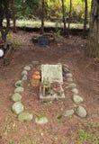 Tomba sul cimitero dell'animale domestico fotografie stock