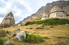 Tomba tre sui precedenti di un'alta montagna Fotografia Stock Libera da Diritti