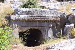 Tombe antique de roche Photo libre de droits