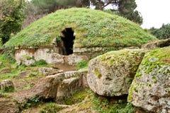 Tombe circolari nel Necropolis di Etruscan Fotografia Stock Libera da Diritti