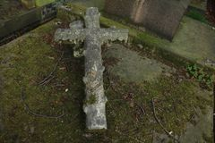 Tombe de Londres avec une croix ci-dessus photo stock