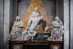 Tombe de marbre d'Agostino Favoriti dans la cathédrale de Santa Maria Maggiore à Rome, Italie images libres de droits