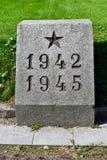 Tombe de masse de ceux tués dans le siège de Léningrad, URSS Photo stock
