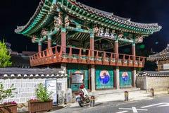 Tombe de pavillon d'entrée de Taesamyo à de fin de nuit Ville d'Andong, Corée du Sud, Asie photographie stock libre de droits