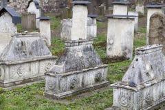 Tombe della gente non identificata sul cimitero di Remah in distric ebreo di Cracovia, Polonia fotografie stock