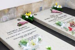 Tombe di Jacinta Marto e della sorella Lucia fotografia stock libera da diritti