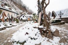 Tombe du chrétien dans la ville de hesitage de Hallstatt 4000 ans en Autriche images stock