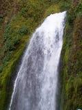 tombe la cascade à écriture ligne par ligne de wahkeena de l'Orégon Photographie stock