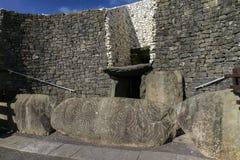 Tombe mégalithique 3200 de passage de Newgrange AVANT JÉSUS CHRIST Photographie stock