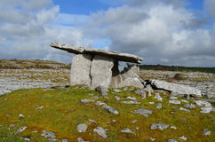 Tombe portaile en pierre de Poulnabrone en Irlande Photos stock