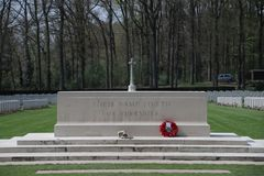 Tombe sul cimitero in Oosterbeek per i soldati dispersi nell'aria Immagine Stock