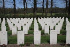 Tombe sul cimitero in Oosterbeek per i soldati dispersi nell'aria Fotografie Stock Libere da Diritti