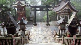 Tombeau de Shinto Mitsumine Vieille échelle dans un monastère japan Chichibu Saitama banque de vidéos