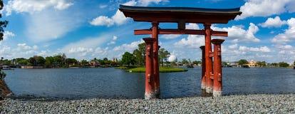 Tombeau devant le pavillon du Japon au centre d'Epcot Photographie stock libre de droits