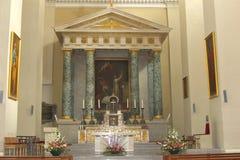 Tombeau et autel dans la basilique de cathédrale à Vilnius, Lithuanie Images libres de droits