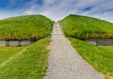 Tombeau mégalithique de canalisation, Knowth, Irlande photographie stock libre de droits