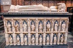 Tombes à l'intérieur de cathédrale de Roskilde, Danemark Photographie stock libre de droits