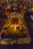 Tombes décorées pour le jour des morts Photos stock
