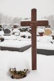 Tombes dans la neige Photographie stock libre de droits