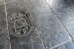 Tombes dans le Broek dans l'église de Waterland chez Broek dans Waterland les Pays-Bas 2018Graves dans le Broek dans l'église de  images libres de droits