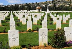 Tombes dans le cimetière de guerre Photographie stock libre de droits