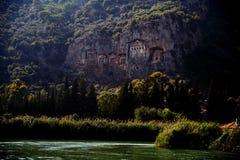 Tombes de roche de rivière d'ayı de ‡ de Dalyan Ã, site voyant des visites Turquie Images libres de droits