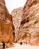 Tombes de roche et passages de Petra Aqba Jordan photos stock