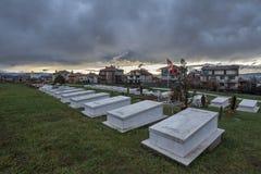 Tombes des combattants d'armée de libération de Kosovo tués dans le conf de Kosovo Photographie stock