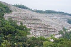 Tombes en terrasse au cimetière permanent chinois de Tseung Kwan O, Hong Kong photo stock
