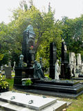 Tombes sur Zentralfriedhof Vienne Photo stock
