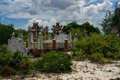 Tombes vietnamiennes de village photos stock
