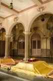 Tombs på den Yousufain moskén, Hyderabad, Indien Arkivfoto