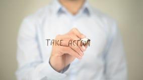 Tome a ação, escrita do homem na tela transparente Foto de Stock Royalty Free