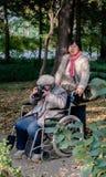 Tome a câmera para as pessoas idosas Fotografia de Stock Royalty Free