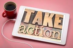 Tome el concepto de la motivación de la acción en la tableta Imágenes de archivo libres de regalías