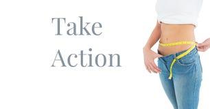 Tome el texto de la acción y la cintura de medición de la mujer Imagen de archivo