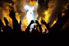 Tome la foto delante de la etapa del concierto Fotos de archivo