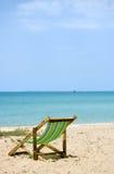 Tome la siesta de A en la playa Imagen de archivo libre de regalías