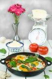 Tome o café da manhã com o shakshuka picante turco, ainda vida Imagem de Stock Royalty Free